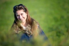 Adolescente feliz en los campos Foto de archivo libre de regalías
