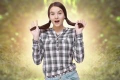Adolescente feliz en primavera Foto de archivo libre de regalías