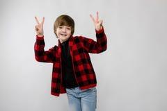 Adolescente feliz en ropa de moda Fotos de archivo libres de regalías