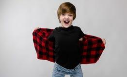 Adolescente feliz en ropa de moda Imagenes de archivo