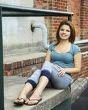 Adolescente feliz na corcunda Fotografia de Stock Royalty Free