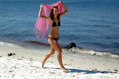 Adolescente feliz na praia foto de stock royalty free