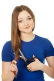 Adolescente feliz que corta su pelo Fotos de archivo