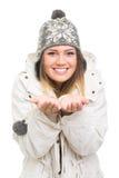 Adolescente feliz que disfruta de invierno Fotos de archivo libres de regalías