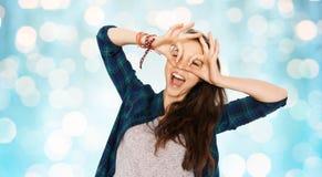Adolescente feliz que hace la cara y que se divierte Imagen de archivo libre de regalías