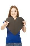 Adolescente feliz que lleva a cabo el corazón de papel Imagenes de archivo