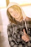 Adolescente feliz que mira in camera el filtro caliente aplicado Foto de archivo libre de regalías