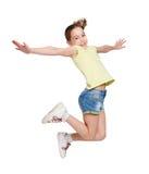 Adolescente feliz que salta en fondo aislado blanco Imagen de archivo libre de regalías