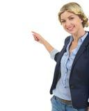 Adolescente feliz que señala detrás en espacio de la copia Foto de archivo libre de regalías