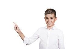 Adolescente feliz que señala en el espacio en blanco de la copia Imagenes de archivo