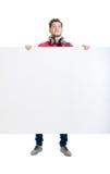 Adolescente feliz que sostiene una bandera en blanco aislada en blanco Imagen de archivo libre de regalías
