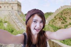 Adolescente feliz que toma la imagen del uno mismo Fotos de archivo libres de regalías