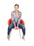 Adolescente feliz y despreocupado en silla Imagenes de archivo