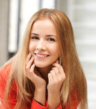 Adolescente feliz y sonriente Foto de archivo