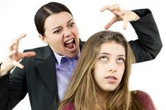 Adolescente femenino aburrido sobre madre enojada Imagen de archivo