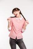 Adolescente femenino alegre que canta Foto de archivo libre de regalías