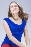 Adolescente femenino caucásico con los soportes de los dientes en estudio Fotografía de archivo libre de regalías