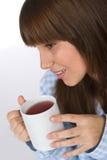 Adolescente femenino con la taza de té para el desayuno Foto de archivo