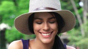 Adolescente femenino con los ojos cerrados Imagenes de archivo