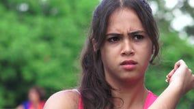 Adolescente femenino confuso metrajes