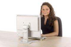 Adolescente femenino en el ordenador Fotos de archivo libres de regalías