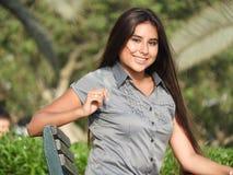 Adolescente femenino en parque Fotografía de archivo libre de regalías