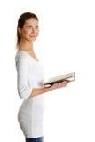 Adolescente femenino hermoso con un libro. Foto de archivo