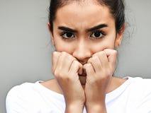 Adolescente femenino hermoso y miedo Fotografía de archivo libre de regalías