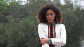 Adolescente femenino hispánico de la muchacha de Latina almacen de video