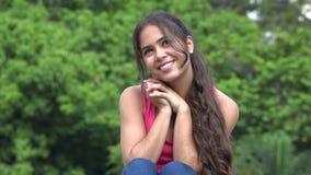 Adolescente femenino hispánico en amor metrajes