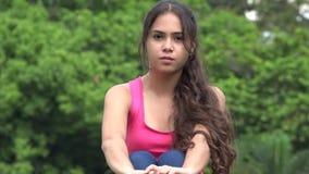Adolescente femenino hispánico lindo almacen de video