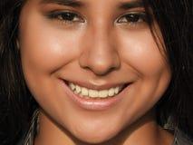 Adolescente femenino joven sonriente Imágenes de archivo libres de regalías