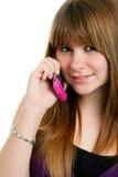 Adolescente femenino lindo en un teléfono celular Foto de archivo