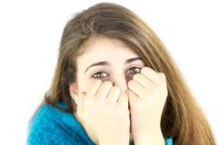 Adolescente femenino lindo que oculta y que juega Imagenes de archivo