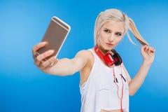 Adolescente femenino que hace la foto del selfie Imagen de archivo