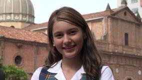 Adolescente femenino sonriente en la iglesia Imágenes de archivo libres de regalías