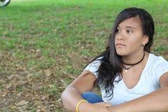 Adolescente femminile solo con lo spazio della copia fotografie stock