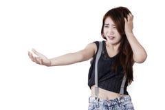 Adolescente femminile spaventato e sollecitato Fotografie Stock Libere da Diritti
