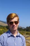 Adolescente fresco con las gafas de sol Imagen de archivo libre de regalías