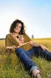 Adolescente fresco en la hierba Fotografía de archivo