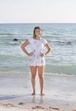 Adolescente fresco en la playa Foto de archivo libre de regalías