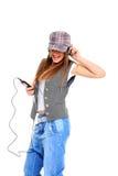 Adolescente fresco que escucha la música y el baile Foto de archivo libre de regalías