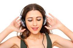 Adolescente fresco que escucha la música y el baile Imagen de archivo