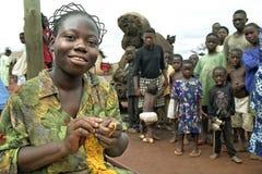 Adolescente ghanés del retrato con el peinado especial Imagen de archivo