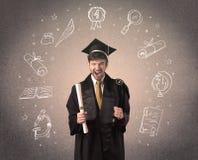 Adolescente graduado feliz con los iconos dibujados mano de la escuela Foto de archivo
