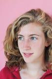 Adolescente grazioso nel colore rosa Immagine Stock