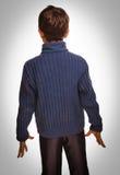 Adolescente gris que se coloca con su parte posterior en el backgr blanco Imagenes de archivo
