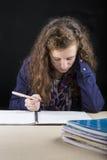Adolescente haciendo su preparación Fotos de archivo libres de regalías