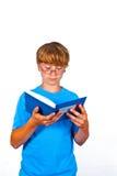 Adolescente hermoso con el libro, aislado en blanco Foto de archivo