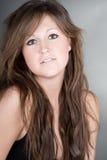 Adolescente hermoso con el pelo largo de Brown Imagen de archivo libre de regalías